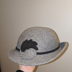Accessories - Woollen grey hat